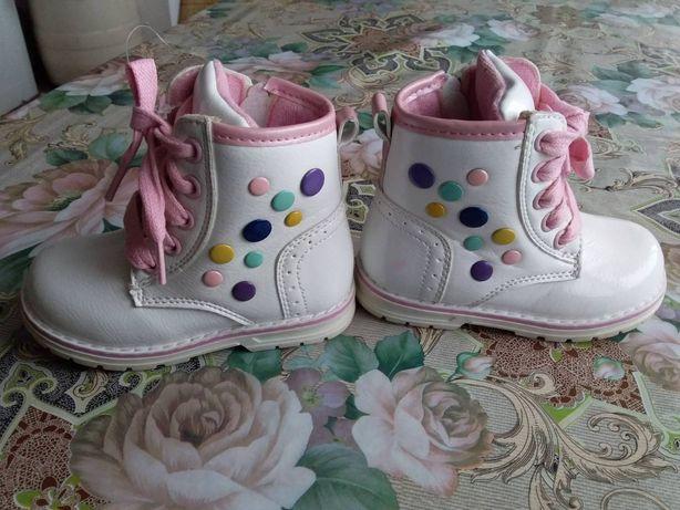 Нові шкіряні чобітки