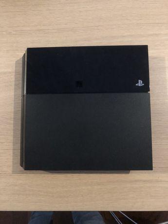 PS4 500GB Wi-Fi Black + 13 jogos + 2 comandos + carregador duplo