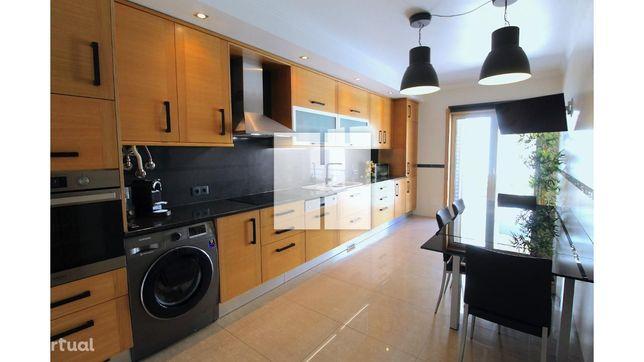 Apartamento T3 c/ Garagem Dupla