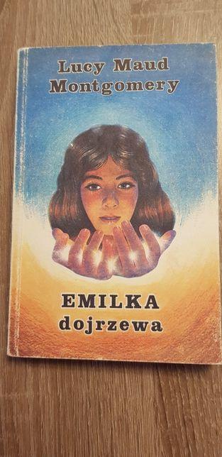 Emilka dojrzewa książka