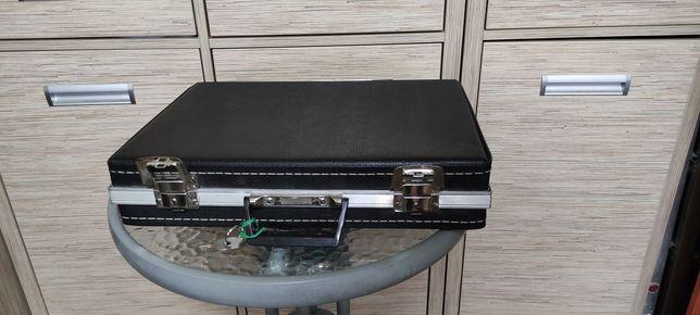 walizka neseser dwa kluczyki PRL wymiary 41x31