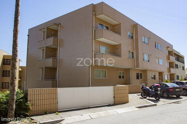 Apartamento T2 com varanda, em Francelos , V.N.Gaia