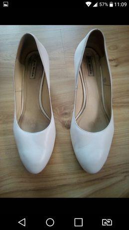 Białe buty ślubne La Boda 41