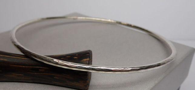 Srebrna bransoletka koło repusowane młotkowane.