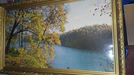 Рама с картиной осеннего пейзажа