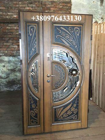 Двери входные уличные с патиной ковкой стеклопакетом