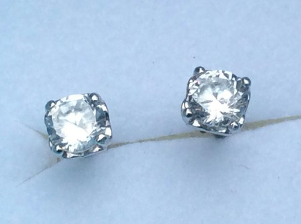 Серьги-пусеты с бриллиантами 0.50 карат