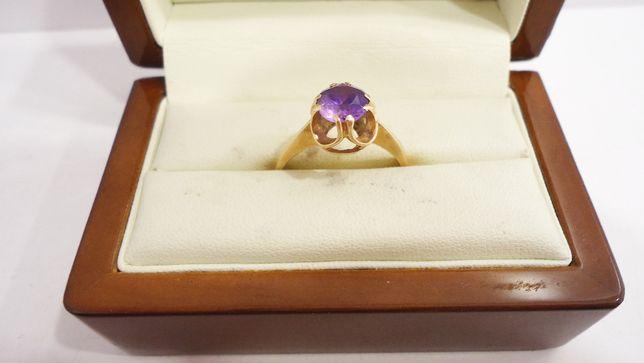 Złoty pierścionek z kamieniem 583