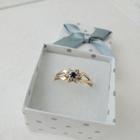 Złoty pierścionek z kwiatuszkiem z cyrkoniami, złoto 585