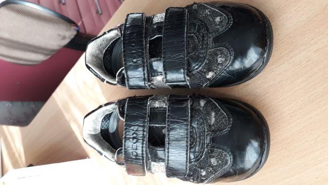 Продам кроссовки GEOX на девочку р.26