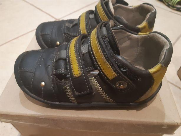 Adidasy skórzane przewiewne 25 rozmiar