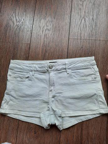 Krótkie spodenki jeansowe firmy F&F rozmiar 40