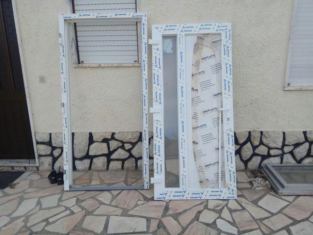 Porta em PVC nova