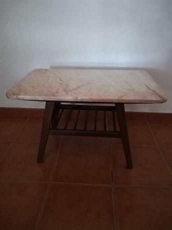 Mesa de Centro com tampo de pedra
