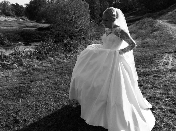 Продаєтья весільна сукня.