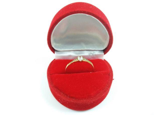 Złoty pierścionek z owalnym kamieniem 0,9GR P333