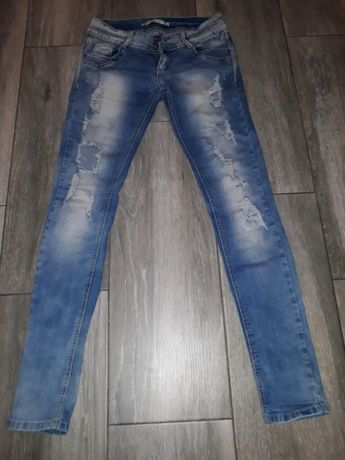 Spodnie biodrowki z dziurami