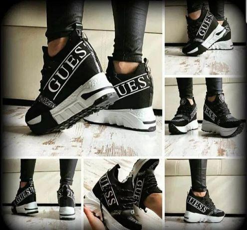 Buty damskie Guess. Czarne z białym. Rozmiar 38. Sneakersy. Koturna