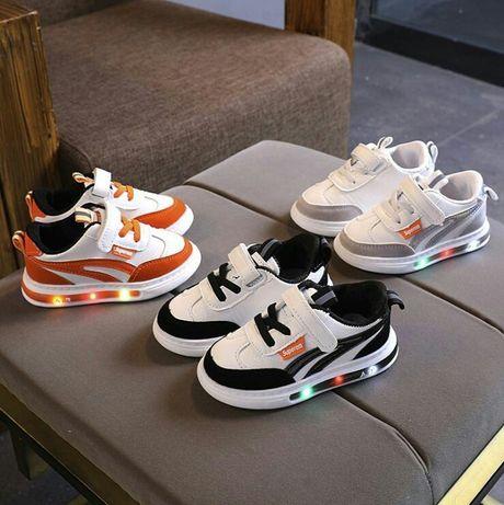 Детские стильные кроссовки с Led подсветкой