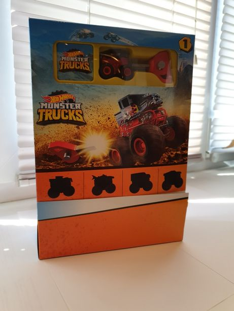 Коробка Hot Wheels , Хот Вилс машинки из серии Monster Trucks