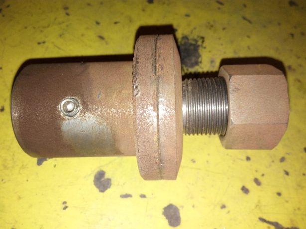 Wałek, tuleja na oś silnika o średnicy 24 mm,