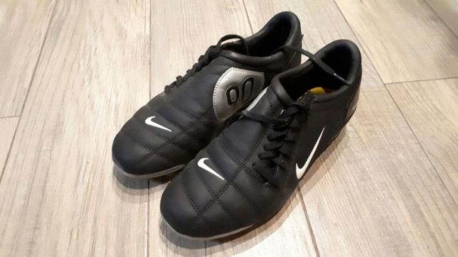Buty korki Nike Total 90