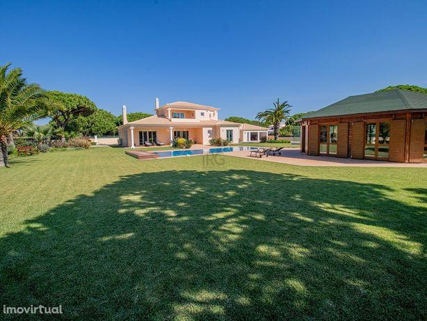 Vila espaçosa brilhante com grande terreno perto da praia na Fonte San
