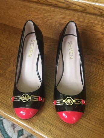 Лакові туфлі 37р