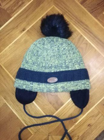 Продам шапку, очень тёплая. Возраст от 2 до 5 лет.