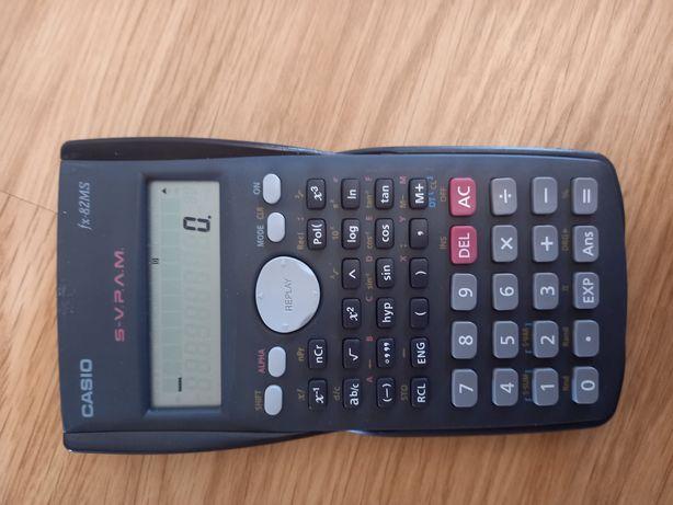 Máquina calculadora Casio fx-82MS