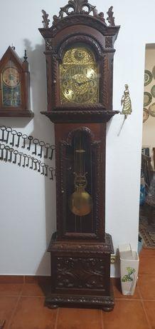 Relógio de Pé Alto Antigo com pêndulo