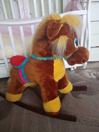 Коник гойдалка, лошадь качеля