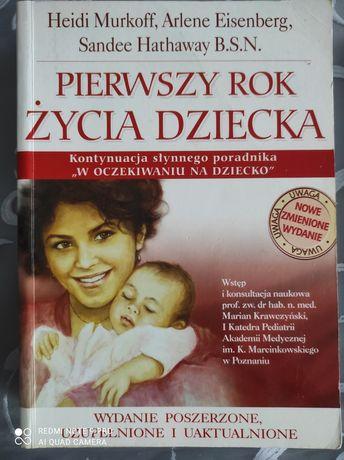 """Książka """"Pierwszy rok z życia dziecka"""""""
