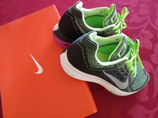 Sapatilhas Nike running zoom structure 18 em caixa