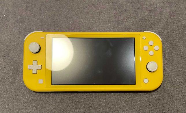Nintendo Switch lite + 2gry + etui + szkło hartowane