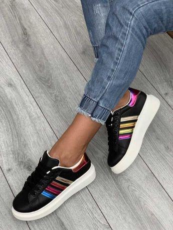 Симпатичные кроссовки . 13,5 по стельке