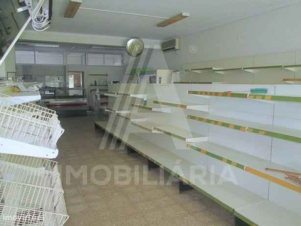 Estabelecimento Comercial - Supermercado - em Muge