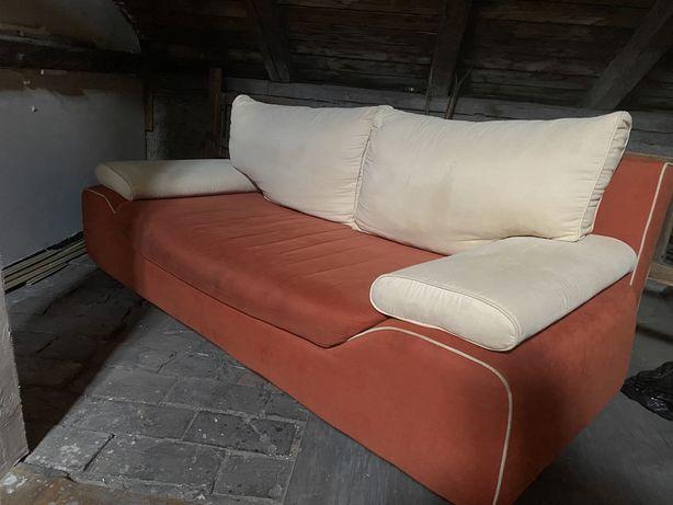 Dwukolorowa kanapa rozkladana