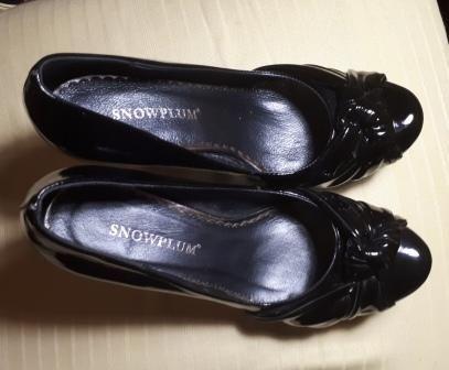 Чорні туфлі лакові нові