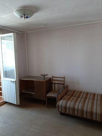Продам 3-х комнатную, Строителей 4