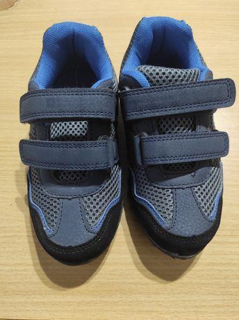 Отличные детские кроссовки