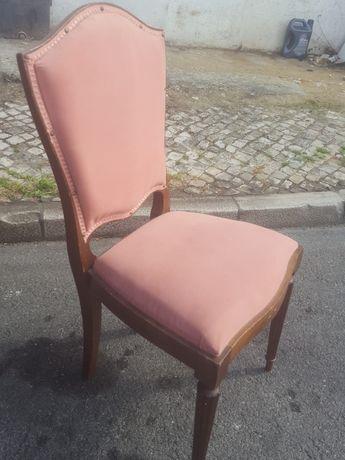 Cadeira  com acento  aveludado