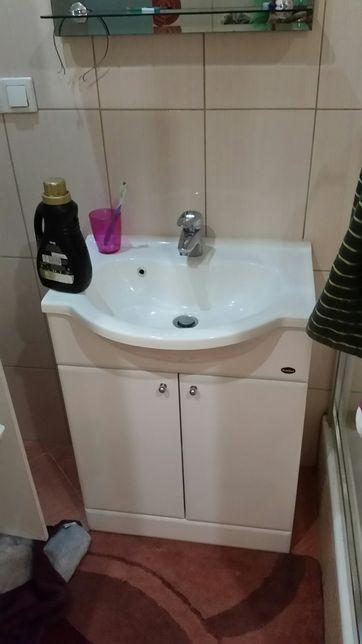 Szafka z umywalka i bateria
