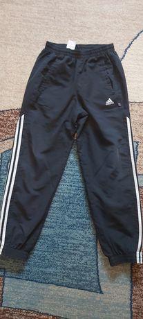 Spodnie sportowe Adidas 152