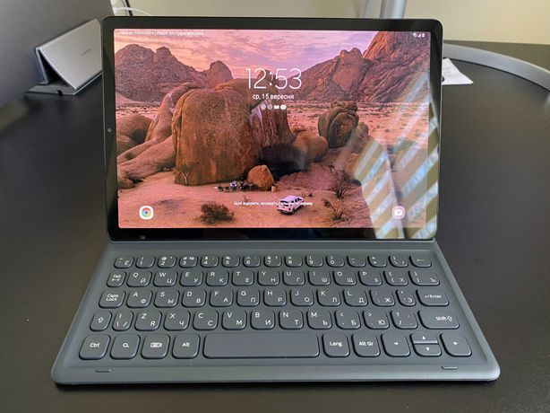 Планшет Samsung SM-T725 Galaxy Tab S5e 4/64 LTE с чехлом-клавиатурой