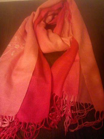 szal wełniany duży-czerwony z haftem