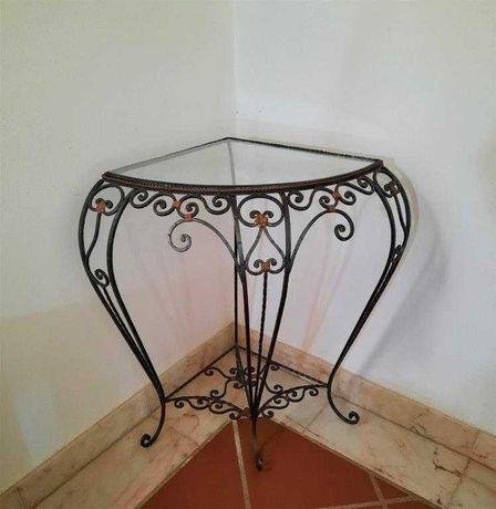 Mesa de canto em ferro