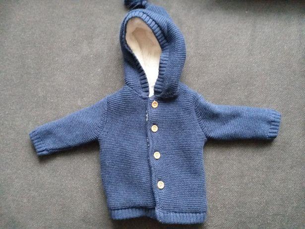 Nowy sweterek niemowlęcy