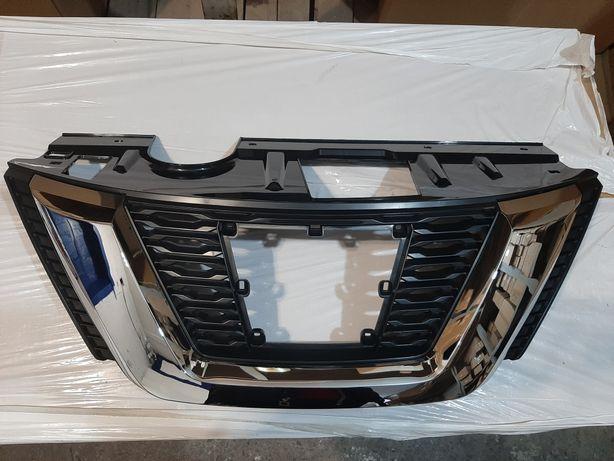 Nissan Rogue 2017-2019 Решетка переднего бампера рестайл под дистроник