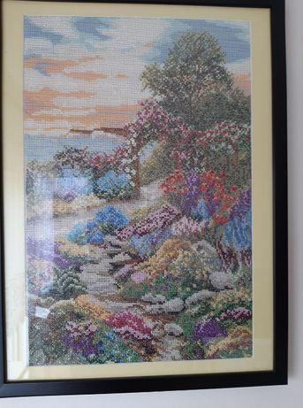 """Oprawiony, ręcznie wyszywany obraz """"Ogród nad zatoką"""""""